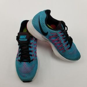 {NIKE} Zoom Pegasus 32 Athletic Shoes